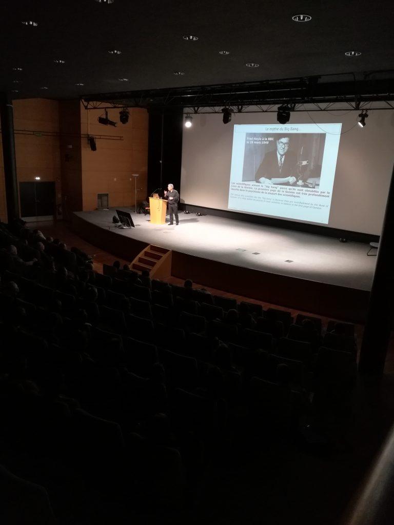 """conférence de David Elbaz (astrophysicien) à l'UTT, en partenariat avec l'Institut Universitaire Rachi. """"L'univers est-il une illusion ?"""""""
